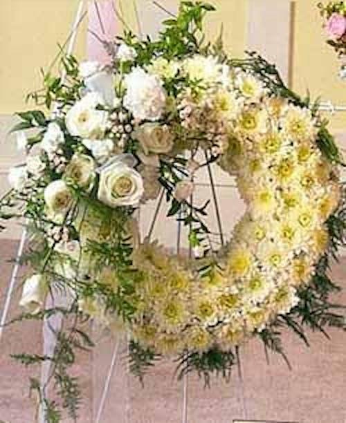 Sympathy Wreath Pure White Beauty